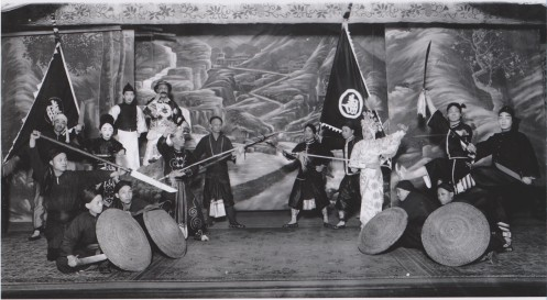 Cantonese Opera Performers in San Francisco, circa 1900. Source: http://chinesemartialstudies.com/2013/09/23/cantonese-popular-culture-and-the-creation-of-the-wing-chuns-opera-rebels/